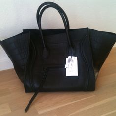 N/A Celine, Next Bags, Girls Bags, Little Bag, Lust, Winter Outfits, Totes, Wallets, Handbags