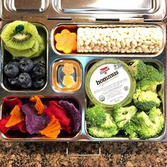 "Wooo, last lunch of the week, my peeps! My daughter's @planetbox lunch for Friday is hummus, broccoli, a rice roller, carrots, kiwi, blueberries, and ""exotic"" potato chips. #lunch #bento #bentobox #organic #organicfood #healthy #healthyfood #healthykids #healthylife #healthyeating #Healthyfamily #instafood #instagood #eatyourveggies #eattherainbow #cleaneats #cleaneating #healthychoices #picoftheday #foodpic #foodie #eeeeeats #feedfeed #yum #healthymeals #parentlife #momlife #planetbox…"