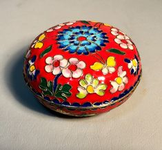 Vintage Chinese Cloisonne Enameled Round Box w/Lid Floral Motif Raised Brass Beaded Outlines, circa Oriental Decor, Orange Background, Canvas Signs, Box With Lid, Little Boxes, Pill Boxes, Handmade Items, Handmade Gifts, Outlines
