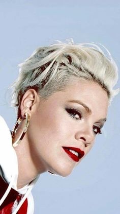 Alicia Moore, Beth Moore, Francis Chan, Celebs, Celebrities, Pink Fashion, True Beauty, Short Hair Styles, Hair Cuts