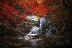 The autumn draws near.(방태산) - 방태산 2단 폭포가 맞는 가을^^