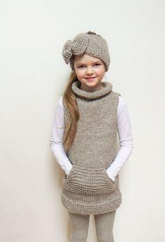 Juego juego de la mano de punto túnica de mangas y diadema de arco grande.  Tamaño de la venda: 19-21(49-52cm)  Tamaño de túnicas: -REINO UNIDO 8-9 -Europea 128-134cm -ESTADOS UNIDOS 9 * en la foto en 134 centímetros (53 pulgadas) altura año 8 gir  Color: Marrón claro (café con hielo)  Materiales: Alpaca merino mezcla lanas  Este conjunto está listo a nave! --------------------------------------- El Color puede variar ligeramente de la imagen que se ve en la pantalla. No dude en preguntar si…