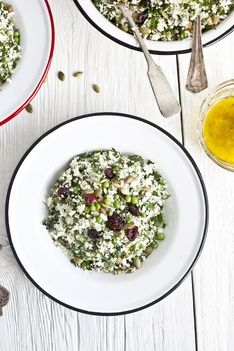 Recette de couscous de chou fleur aux herbes fraiches & graines de citrouille grillées | Recettes | PRANA