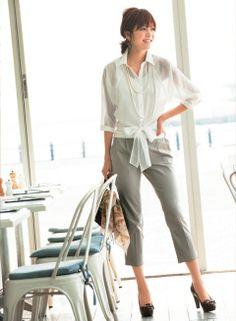 淡いパンツコーデを深い色合いの靴で引き締め! | ファッション コーディネート | with online on ウーマンエキサイト
