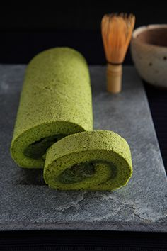 Matcha roll cake. OMG. I loved this stuff. Soooo wanna make it.
