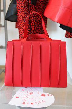 Max Mara Whitney Bag, the perfect girft for Valentine's day! <3 www.jelmini.it