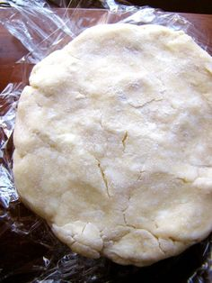 Add Sour Cream To Pie Crust. The Result Is A Perfect Dough For Your Summer Desserts Saure Sahne-Torte-Kruste ist für Ihre Sommer-Törtchen perfekt Pie Dough Recipe, Pie Crust Recipes, Apple Pie Recipes, Pastry Recipes, Cream Recipes, Baking Recipes, Apple Pies, Cream Pie, Sour Cream