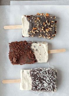 Homemade Ice Cream Bars More - Dessert Recipes Köstliche Desserts, Frozen Desserts, Frozen Treats, Delicious Desserts, Dessert Recipes, Yummy Food, Healthy Desserts, Cookie Recipes, Slow Cooker Desserts
