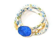 Sieh dir dieses Produkt an in meinem Etsy-Shop https://www.etsy.com/listing/229656988/cream-druzy-bracelet-floral-cotton-wrap