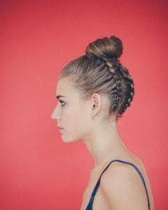 ¡Buenos días! Sigo conn las fotos del moño trenzado que me tienen  #ubehairstyle #bun #braidedbun #moño #moñotrenzado #hairstyle #recogidoscontrenzas #moñotrenzadoube #blonde #annaviñas #lunademarte #lalovenenoso #skpprospain #schwarzkopfpro
