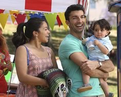 """It may be four months before The CW\'s romantic dramedy series \""""Jane the Virgin\"""" returns on air, but actor Justin Baldoni, who plays Rafael, the doting father of three starkly different kids, is definitely not slacking off on his daddy duties. Jane The Virgin, Rafael Solano, Jane And Rafael, Good Girl Quotes, Justin Baldoni, Audrey Hepburn Movies, Las Vegas, Stephen Amell, Delena"""