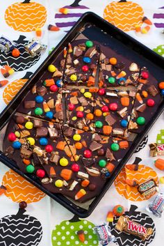 Halloween Candy Bark - a great way to use up leftover candy! From The Girl In The Little Red Kitchen Chocolate Party, Best Chocolate, Chocolate Chips, Halloween Chocolate, Melted Chocolate, Chocolate Desserts, Candy Recipes, Fall Recipes, Holiday Recipes