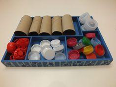 ¿Qué son las Loose Parts y las Tinker Tray? Toddler Classroom, Art Classroom, Kindergarten Vocabulary, Reggio Emilia Classroom, Bear Crafts, Forest School, Baby Art, Preschool Art, Montessori