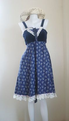 Hey, I found this really awesome Etsy listing at https://www.etsy.com/listing/184137306/70s-vintage-corset-style-gunne-sax-dress