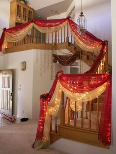 Here is a way to decorate ur stairs. Wedding Staircase Decoration, Wedding Hall Decorations, Engagement Decorations, Backdrop Decorations, Backdrops, Desi Wedding Decor, Luxury Wedding Decor, Wedding Mandap, Indian Wedding Favors