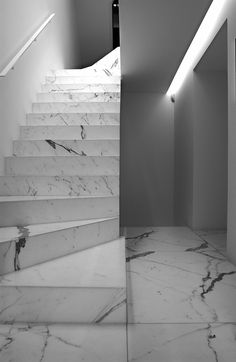 Marble staircase by Vincent Van Duysen. Marble Staircase, Tile Stairs, Marble Interior, Interior Stairs, Staircase Architecture, Staircase Design, Granite Stairs, Design Hall, Vincent Van Duysen