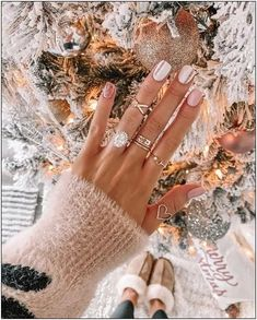 50 stylish christmas nail colors and how to do them 16 | fashionspecialday.com