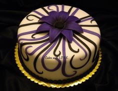 Black and Purple Cake, Love the detail on this cake.  Elegant and simple.
