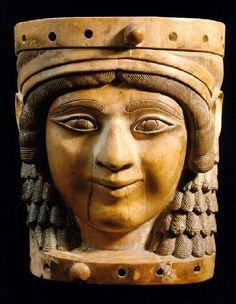 Monalisa de Nimrud ou Dama do poço, 720 a.C., Museu do Iraque, Bagdá.