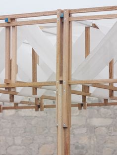 Pachacamac by Studio Tom Emerson and Taller 5 structure Students build woven pavilion to shade archaeologists in Peru Timber Structure, Building Structure, Building Materials, Detail Architecture, Interior Architecture, Interior Design, Design Interiors, Plafond Design, Wood Joints