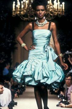 Fashion: The Flamboyant Fashion Revolution Dolly Fashion, 70s Fashion, Fashion History, Fashion Looks, Vintage Fashion, Fashion Outfits, Drag Clothing, 1980s Fashion Trends, Yves Saint Laurent Paris