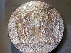 """Dieu perse, adopté et reformaté, (syncrétisme) par les romains. Une des épithètes romaines de Mithra était """" Petra natus"""", né de la pierre. Mais en Iran(anciennement la Perse), à Kangavar, une inscription datant de l'an 200 av. J.-C. dédicace un temple séleucide à « Anahita, (= immaculée), Mère de Mythras »: 2 000 BCE, le soleil, précédemment dans le signe du Taureau à l´équinoxe de printemps, se déplaca dans le signe du Bélier.Le sacrifice du taureau fit place à celui de l' agneau."""