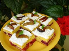 Reteta Prajitura acrisoara cu prune si bezea din categoria Dulciuri diverse