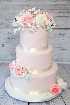 Wedding cake with flowers by Cake Addict - http://cakesdecor.com/cakes/251393-wedding-cake-with-flowers