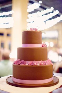 Brown and pink wedding cake. For more visit www.diybudgetweddings.com