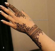 Gorgeous and intricate henna designs created by Nurahshenna Henna Hand Designs, Pretty Henna Designs, Modern Henna Designs, Henna Tattoo Designs Simple, Floral Henna Designs, Arabic Henna Designs, Stylish Mehndi Designs, Best Mehndi Designs, Mehndi Designs For Hands
