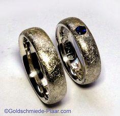eismatte Trauringe Silber mit Saphir