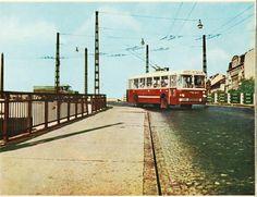 Troli az Élmunkás /Ferdinánd híd Podmaniczky utcai lejárókán  kb. 1970 Old Pictures, Old Photos, Budapest Hungary, Ferdinand, Historical Photos, The Past, History, Buses, City