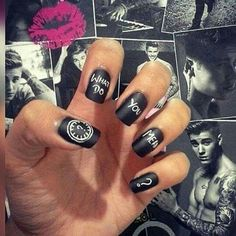 What do you mean? The new single of Justin Bieber written on… nails! :)