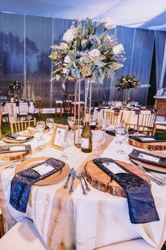 15 claves para que las mesas de tu boda luzcan más que perfectas. #Matrimoniocompe #Organizaciondebodas #Matrimonio #Novios #TipsNupciales #CaminoAlAltar #MatriPeru #BodaPeru #DecoracionDeMatrimonio #DecoracionDeMesaParaBoda #DecoracionConFloresParaBoda #DecoracionFloralParaMatrimonio #FloresMatrimonio #WeddingFlowers #CentroDeMesaMatrimonio #CentroDeMesa Floral Decorations, Wedding Tables, Receptions, Centerpieces, Boyfriends, Flowers
