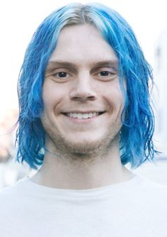 NEW | Evaaaaaaaaaaan!!!!! Blue-haired Kai in AHS Cult, coming this September. Follow rickysturn/evan-peters