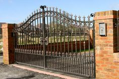 Beautiful gate Driveway Gate, Fence Gate, Iron Fences, Fence Design, Garden Gates, Front Yard Landscaping, Backyards, House Design, Doors