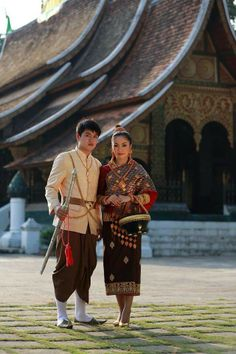Bride and groom in Lao Luang Prabang styles