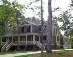 Love southern style homes with big porches Southern Style Homes, Southern Porches, Southern Charm, Country Porches, Southern Comfort, Southern Living, Southern Mansions, Porch Steps, Types Of Houses