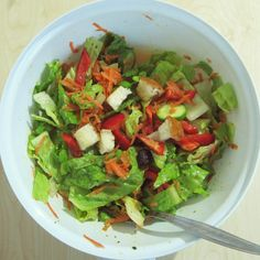 My dinner was a simple salad with lettuce, carrots, bell peppers, cucumbers, olives and many more croutons than on the picture.