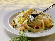 Pasta mit Lachssoße ist ein Rezept mit frischen Zutaten aus der Kategorie Meerwasserfisch. Probieren Sie dieses und weitere Rezepte von EAT SMARTER!
