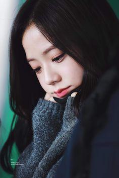 Jisoo Blackpink So cute😍😍 Kim Jennie, Jenny Kim, Blackpink Jisoo, Kpop Girl Groups, Korean Girl Groups, Kpop Girls, Black Pink ジス, Blackpink Members, Blackpink Photos