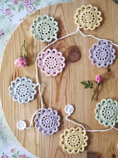 website full of cute crochet ideas. No patterns though :(