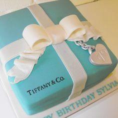 Tiffany and Co. personalized cake: add your age to the sterling silver part! Tiffany and Co. Tiffany Blue Party, Tiffany Birthday Party, Tiffany And Co Box, Tiffany Theme, Tiffany & Co., Fancy Cakes, Cute Cakes, Beautiful Cakes, Amazing Cakes
