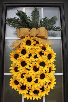 30 gorgeous Summer wreaths to DIY or buy!… 30 gorgeous Summer wreaths to DIY or buy! 30 gorgeous Summer wreaths to DIY or buy! Wreath Crafts, Diy Wreath, Decor Crafts, Diy And Crafts, Arts And Crafts, Wreath Ideas, Tulle Wreath, Homemade Door Wreaths, Mesh Wreath Tutorial