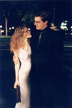 Sex and the City - Season 1 publicity still of Sarah Jessica Parker & Chris Noth Chris Noth, Sarah Jessica Parker, Fashion Tv, Party Fashion, Fashion Quotes, Fashion History, Carrie And Mr Big, Carrie Bradshaw Style, Actrices Sexy