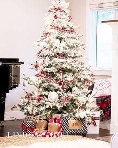 26 Best Flocked Christmas Tree Décor Ideas