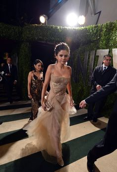 sel at the vanity fair oscar partyy 2013 & im obsessed with her dress