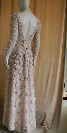 vestido longo em crochet decote v nas costa