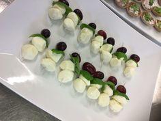 Juhlaruokien valmistusta Sushi, Fruit, Ethnic Recipes, Food, Essen, Meals, Yemek, Eten, Sushi Rolls