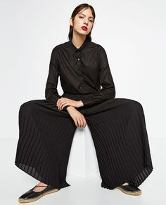 Image 4 of FINE PLEATED CROPPED TROUSERS from Zara